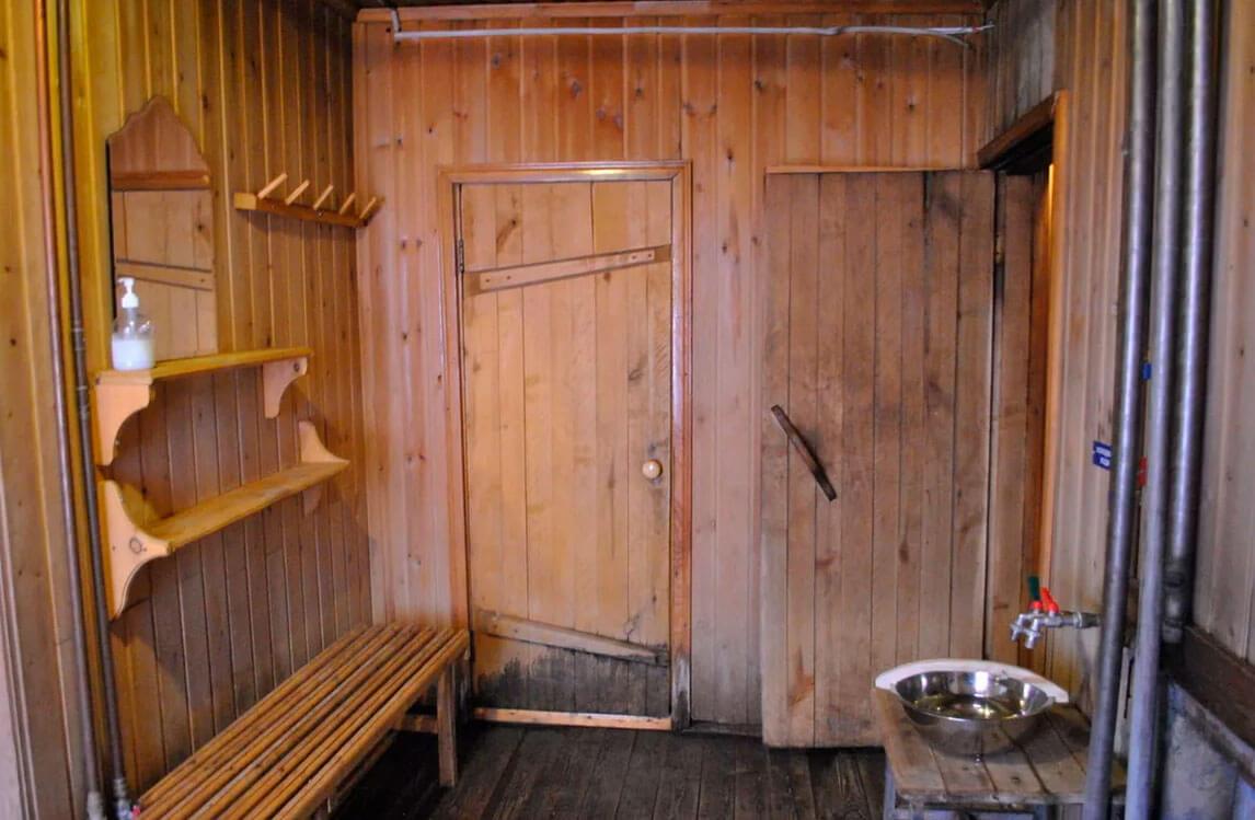 Заказать дверь для бани
